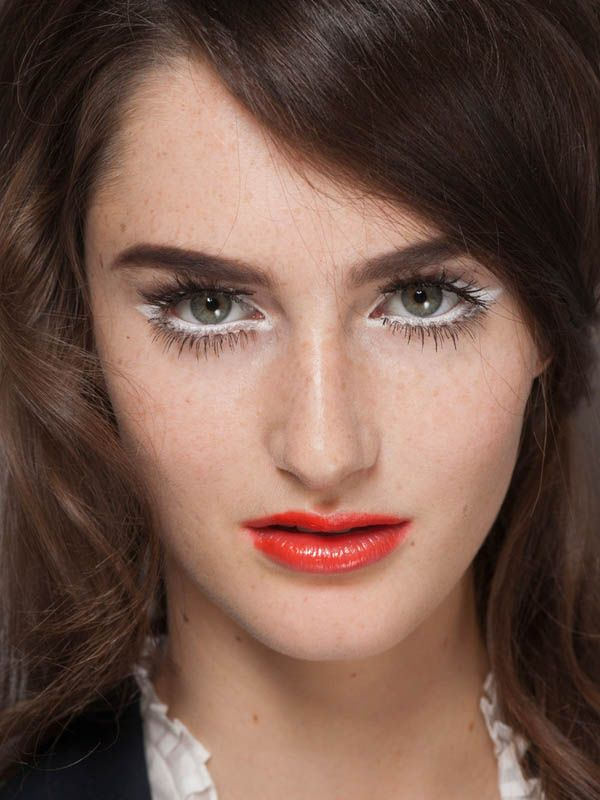 How-to: The mod '60s makeup at Moschino S/S '13 http://beautyeditor.ca/2013/04/18/how-to-the-mod-60s-makeup-at-moschino-ss-13/
