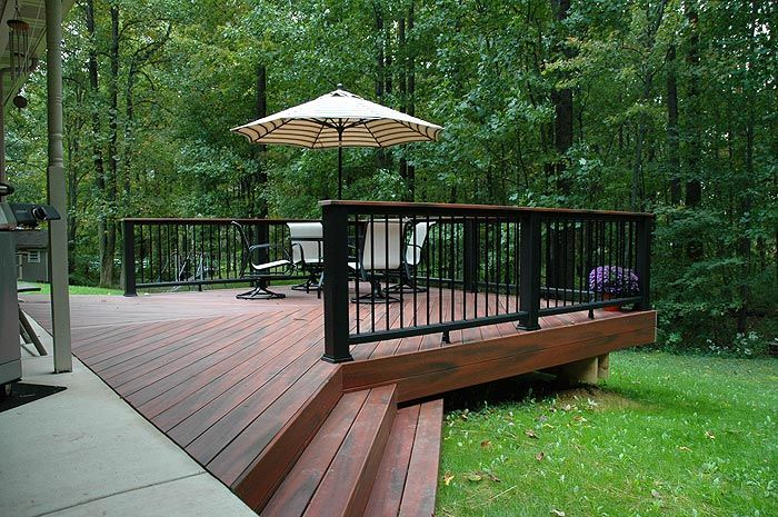 Best Fiberon Composite Decking In Mahogany Tropics Trex Black Artisan Black Railing Deck Design 640 x 480