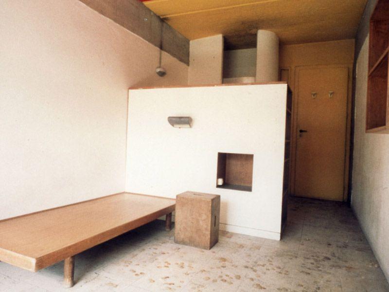le corbusier maison du br sil inside bare minimal. Black Bedroom Furniture Sets. Home Design Ideas