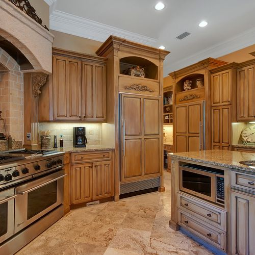 245,473 Traditional Honey Maple Kitchen Cabinets With ...