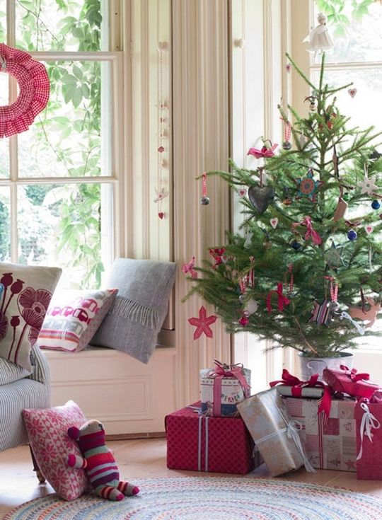 Christmas trees that add warmth to our homes this year...I like the Charlie Brown tree, and the vintage design on the wrapping paper...try mixing pink and red though, with brown paper bags