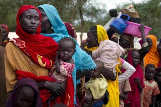 Sudanese refugees wait in line to board a truck heading to Batil refugee camp in Jamam camp, South Sudan.