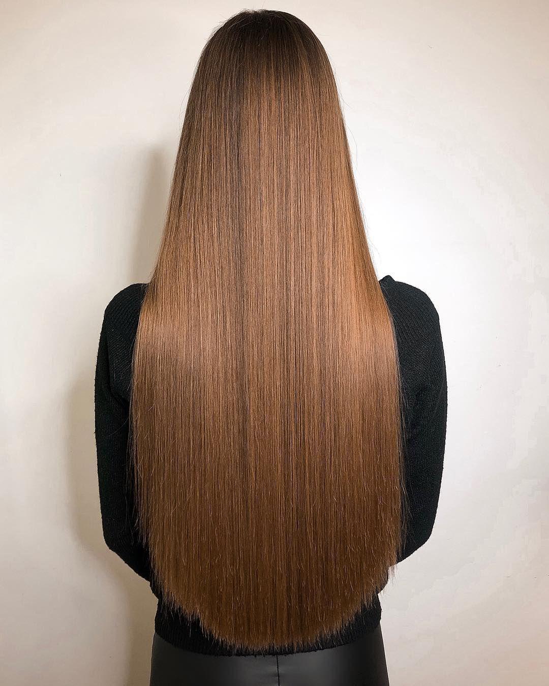 для прямой срез на длинных волосах фото парикмахерской сидит молодой