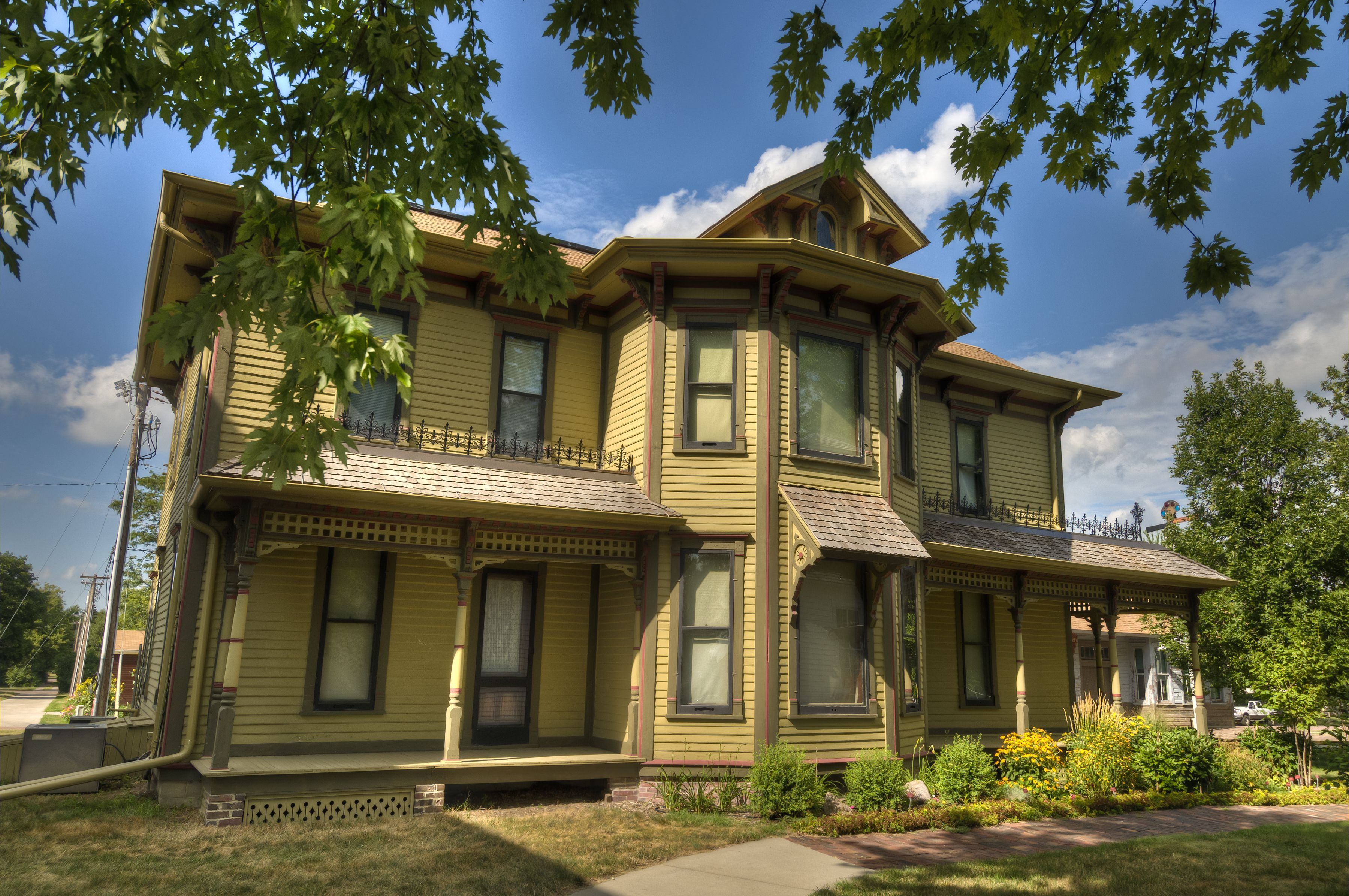 The Beckwith House Built In 1886 By Corn Palace Co Founder Louis Beckwith Preserved And Restored At The Dakot Discovery Museum 50 States Of Usa House Styles