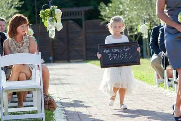 4459c0d9f62ca1 23 Super Cute Lesbian Wedding Ideas.