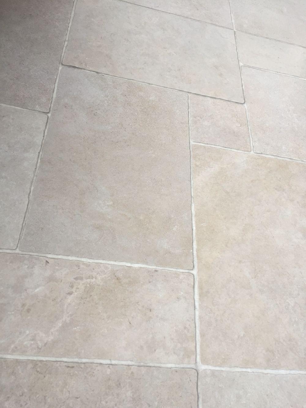 Natuursteen look kronos cava alborensis greige romaans verband kronos tegels pinterest - Imitatie cement tegels ...