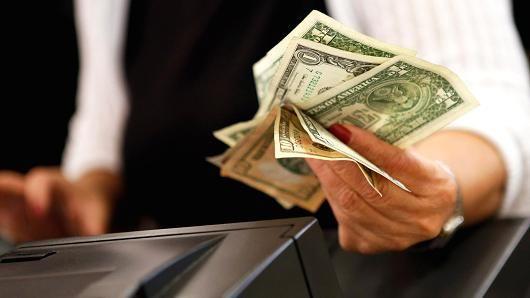 Bizness Lounge: US consumer spending falls in January
