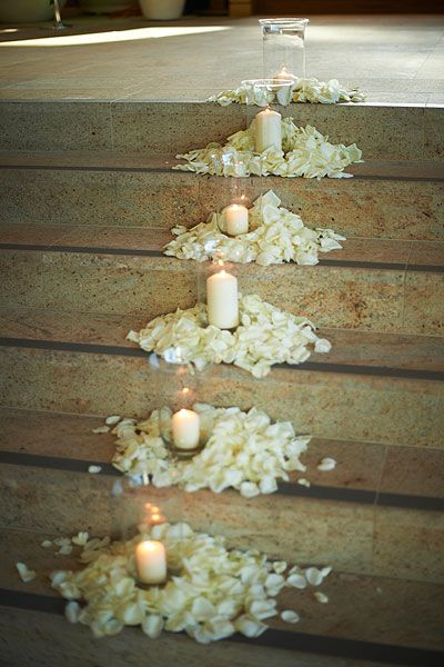 Wonderful Hochzeitsdeko   Blütenblätter+Windlichter Auf Treppen Oder In Kirche