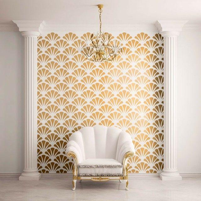 Goldene wandfarbe sessel wohnzimmer klassisch einrichten for Goldene wandfarbe