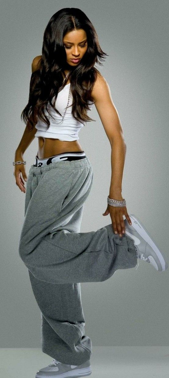 043a07136e67b4 Ciara in bouncy big hood sweatpants.  sweatpantsandthecity ...