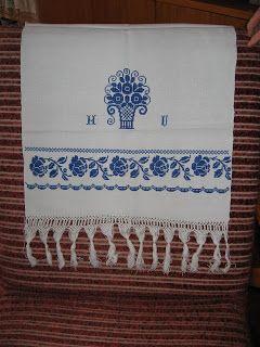 Z truhlice mojej mamicky - zachovane obrusy, prace zien z mojej rodiny