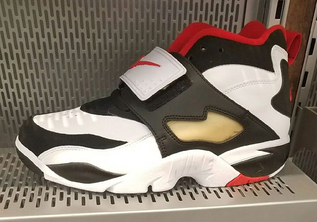 0f28ba6c6c09  sneakers  news The Nike Air Diamond Turf OG Is Back In Stores Again