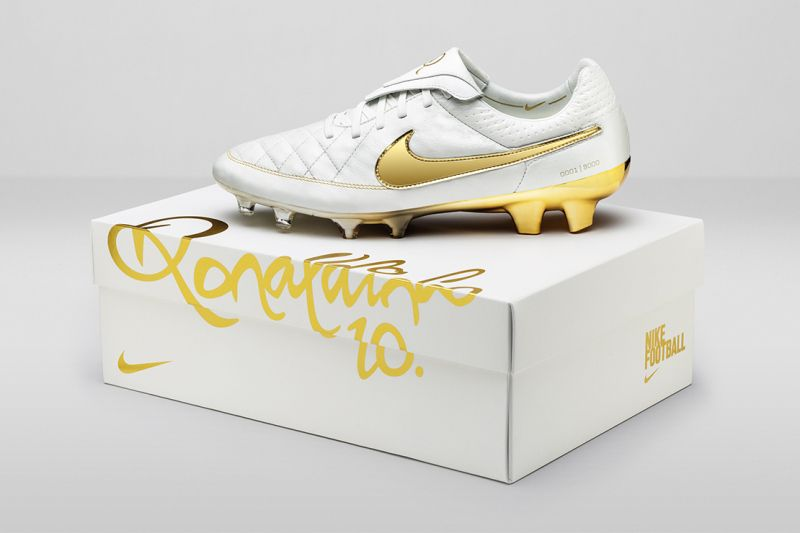 a1224b1b68e Nike Pays Homage to Ronaldinho With the Tiempo Legend