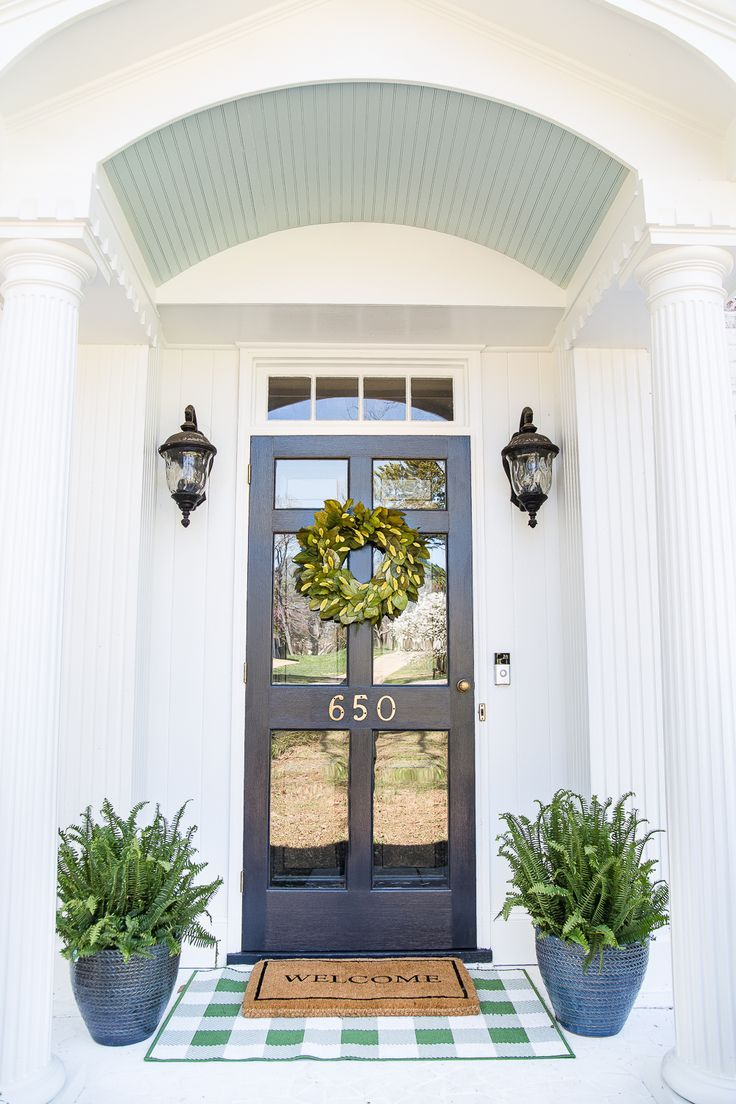 How to Decorate a Small Porch Stoop in 4 Easy Steps #frontporchideascurbappeal
