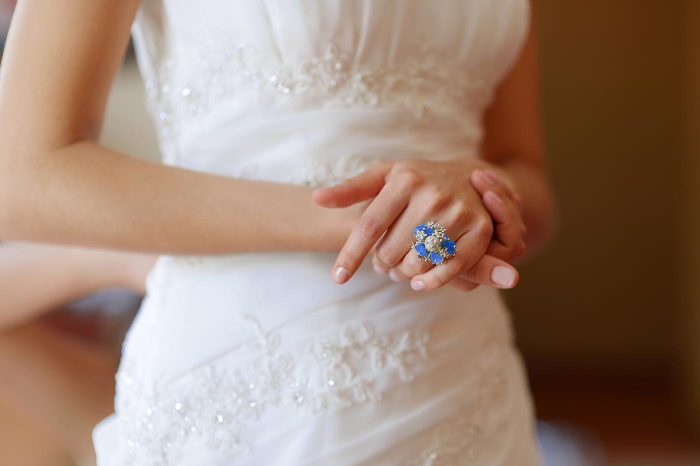 Something Blue Top 10 Ideen Fur Den Hochzeitsbrauch Um Die Farbe Blau Hochzeit Brauche Hochzeitsbrauche Hochzeit