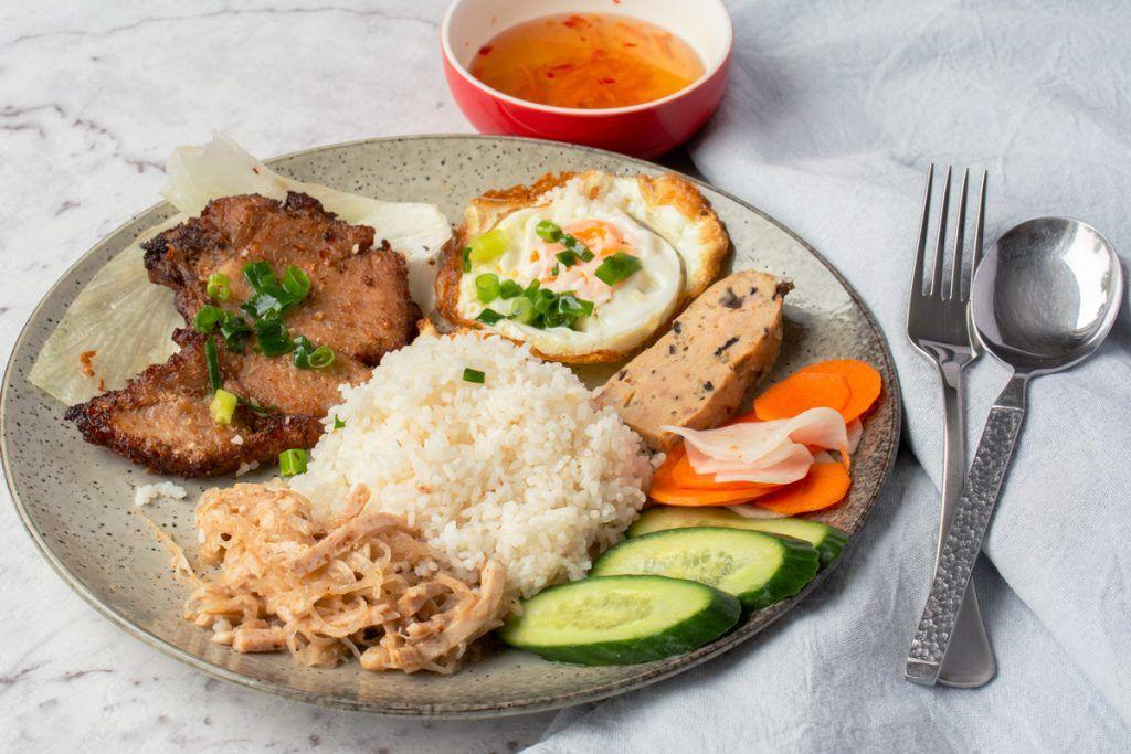 broken rice pork chop vietnamese recipe Vietnamese Broken Rice with Grilled Pork (Com Tam)