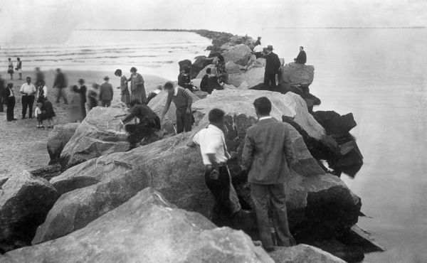 Tourists walking along the Jacksonville jetties at Jacksonville Beach (1929). | Florida Memory