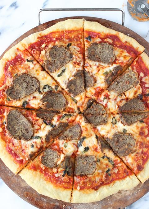 Meatball Parm Pizza & hellip; Cliquez ici pour plus de nourriture photographie !.