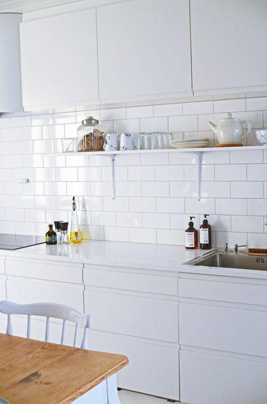 azulejos brancos retangulares