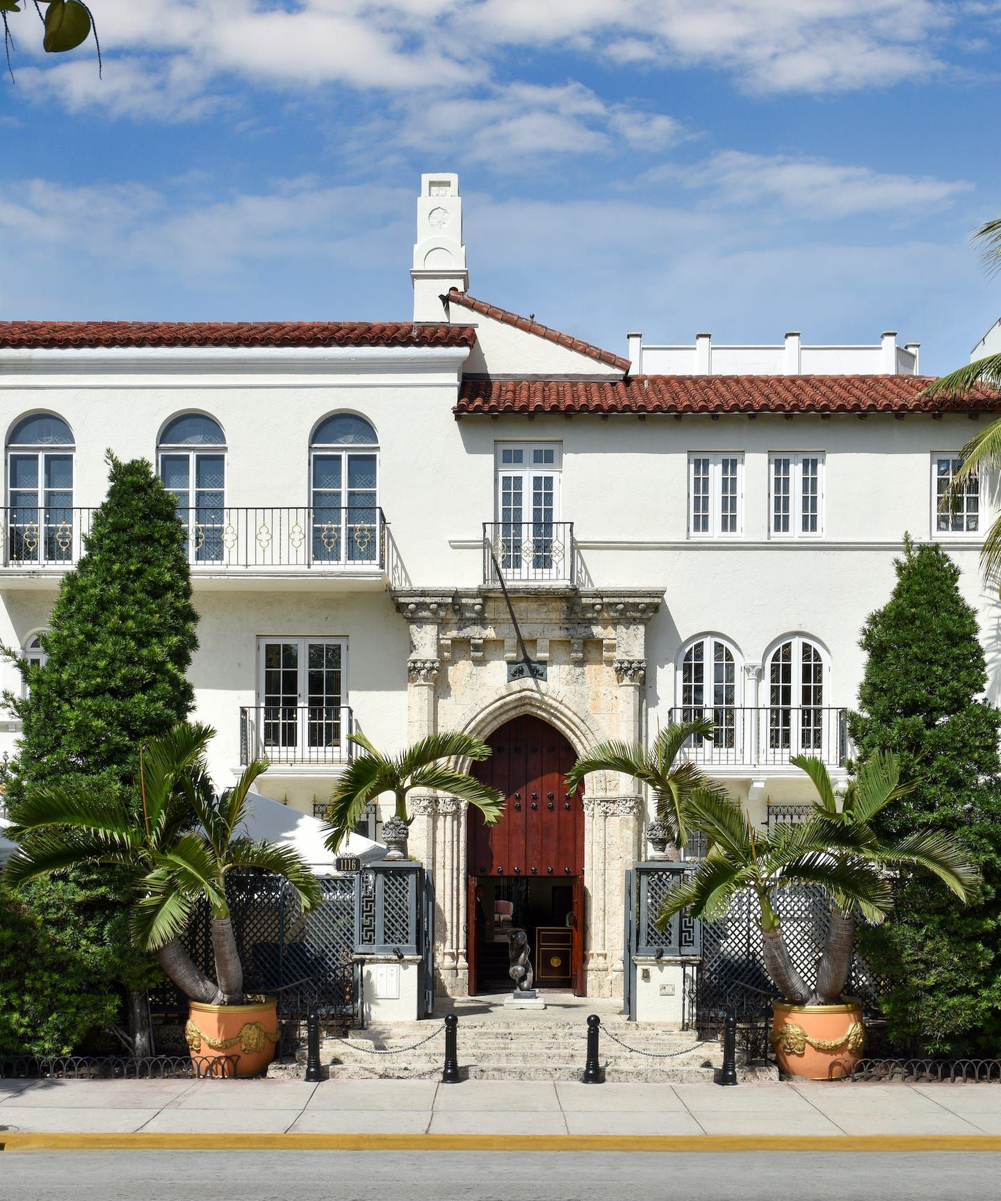Take A Virtual Tour Of Gianni Versace S Former Miami Mansion Now A Luxury Hotel Mansions Miami Houses Miami Beach Mansion