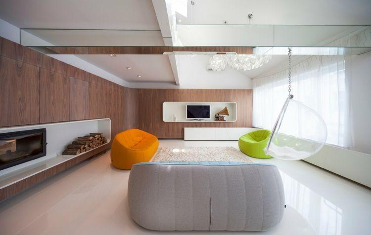 Minimalistisches Wohnzimmer Mit Viel Holz Und Modernen Möbeln In Knalligen  Farben