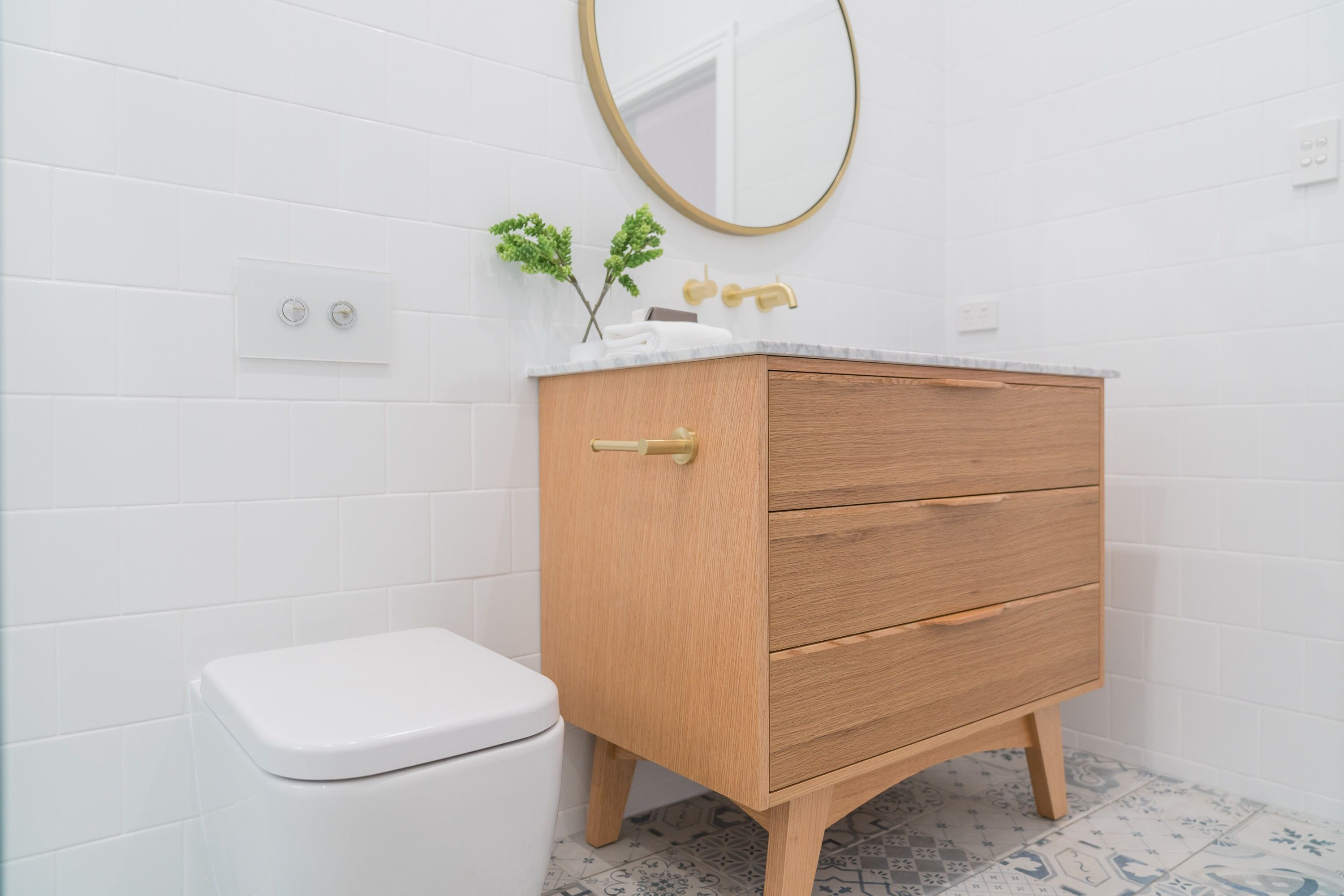Minimalist S Bathroom With Simple Accents Ft The Alexander 36 Inch Bathroom Vanity In Natural Wo Small Bathroom Vanities Modern Master Bathroom Small Bathroom [ 2001 x 3000 Pixel ]
