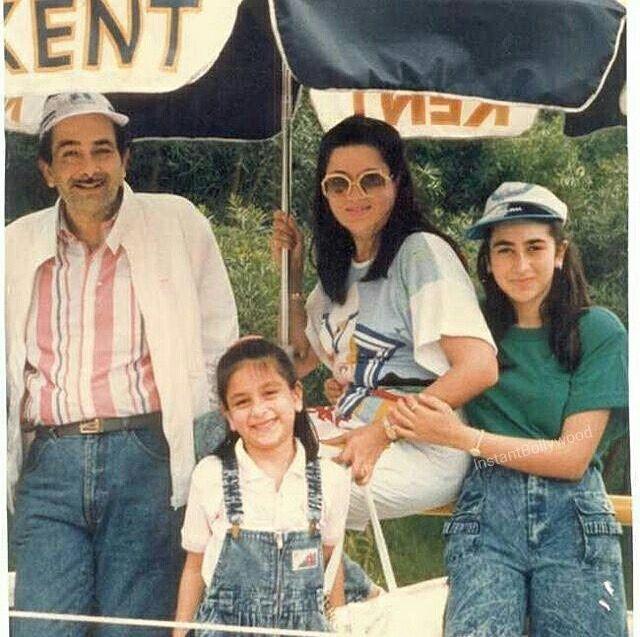 Kareena And Karishma Kapoor With Parents Babita And Randhir Kapoor Bollywood Couples Bollywood Celebrities Bollywood Actress