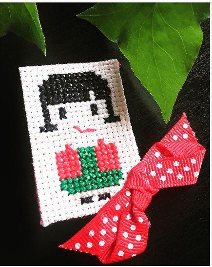 #littlestitchesportugal #handebroidery #embroidery #ricamo #brooch #bordado #pontocruz #crossstitch #pregadeirabordada #ameliepoulain