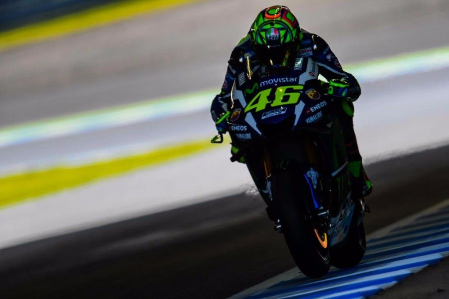 Motogp Japan Valentino Rossi Takes Pole Position At The Twin Ring Motegi Valentino Rossi Motogp Yamaha Motogp