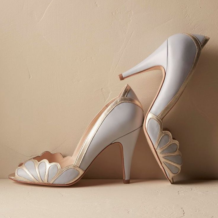 These beautiful vintage inspired blue art deco high heels feature an  adorable peep toe, elegant