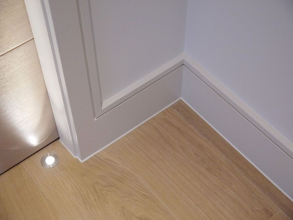 Continuous reveal detail at door casing and baseboard - Contemporary trim moulding ...