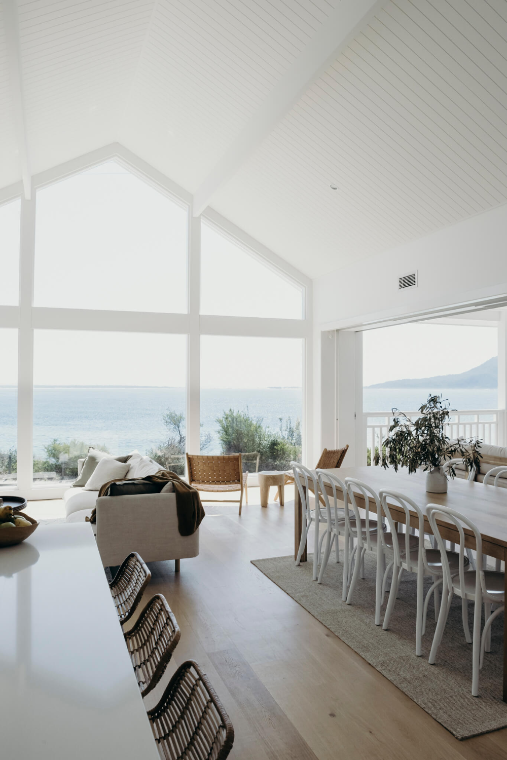 House with a view - natural family beach house in Shoal bay
