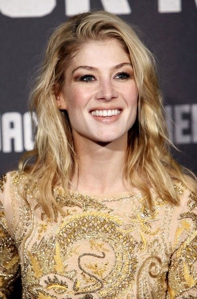 Rosamund Pike Photos Photos Jack Reacher Premiere In Madrid Rosamund Pike Rosemund Pike Celebrities Female