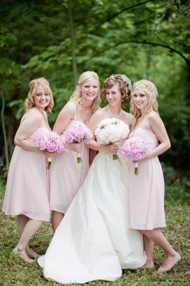 Rustic wedding - Bride and blush bridesmaids | fabmood.com #farmwedding #rusticwedding #weddingideas #weddinginspiration #rustic
