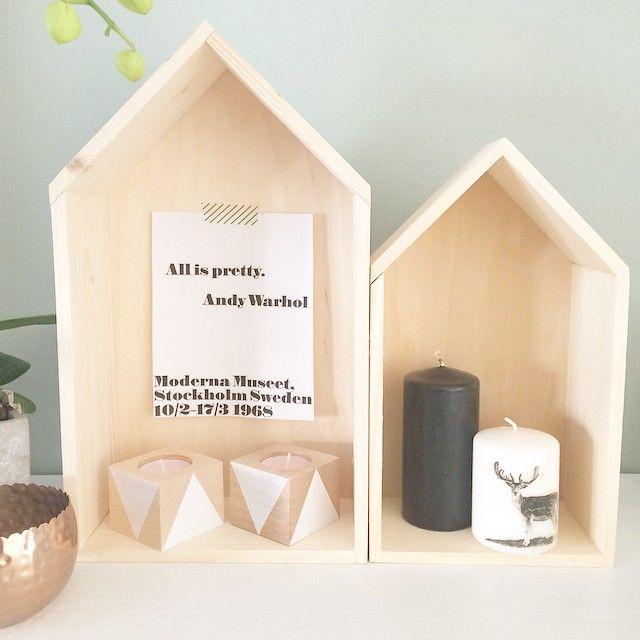 """""""Mijn houten huisjes een plekje gegeven en daar passen de waxinelichtjes uit onze webshop prima bij ! #woodbrand #wood #houses #andywarhol #interior…"""""""