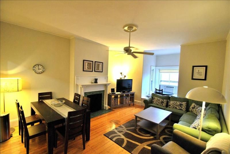 Rent This 3 Bedroom Apartment In Boston For 228 Night Has Internet Access And Satellite Tv Read 22 Furnished Apartment Bedroom Apartment 2 Bedroom Apartment