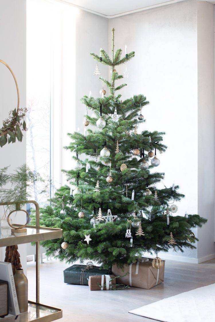 My Scandinavian Home Our Home All Set For Christmas Londoner Niki Brantma Minimalist Christmas Tree Scandinavian Christmas Trees Minimalist Christmas Decor