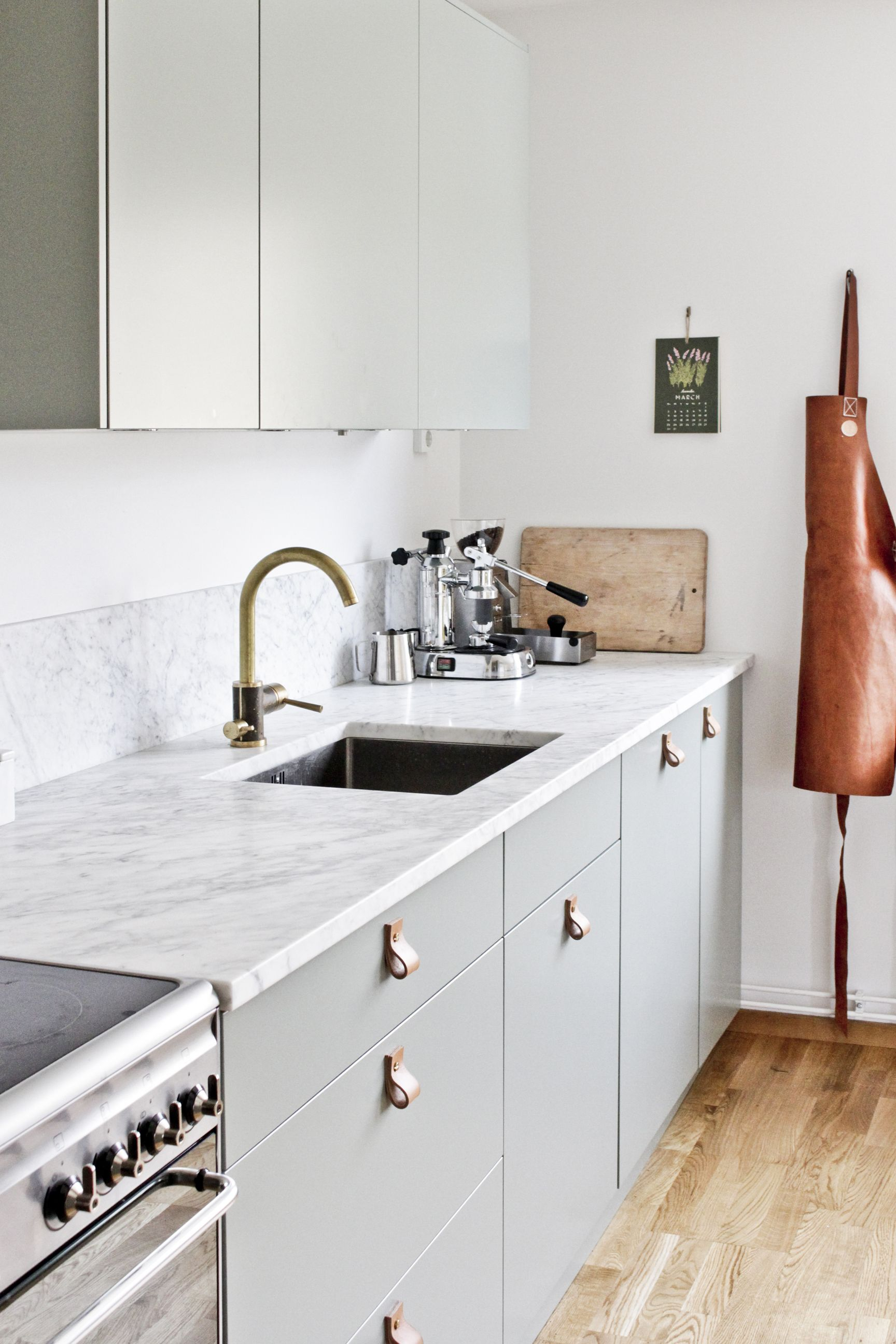 Green Fronts Marble Counter Top Smeg Stove Br Tap From Tapwell And Leather Handles