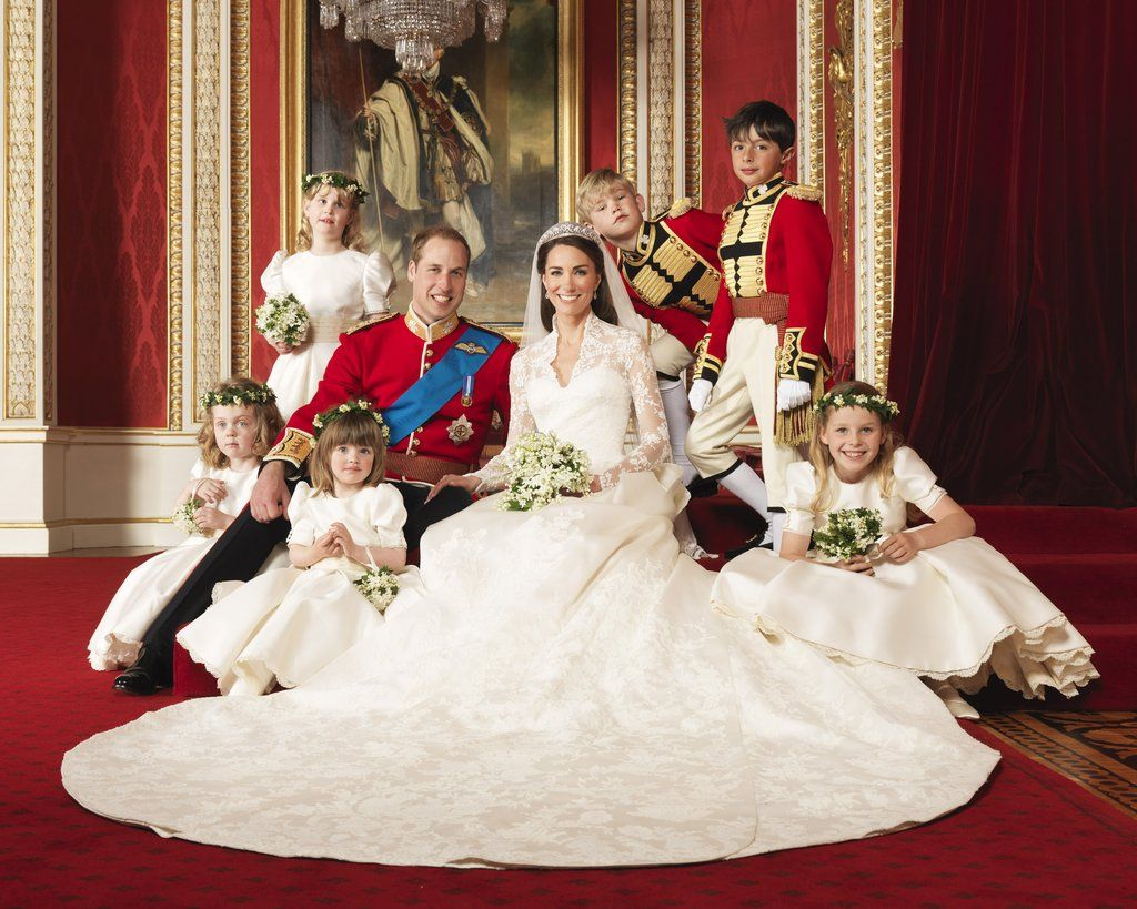 See Kate Middleton And Prince William S Official Wedding Portraits Middleton Wedding Royal Wedding 2011 Kate Middleton Wedding