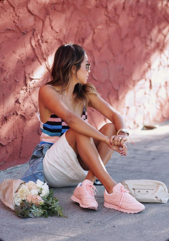 Sincerely Jules con sus Reebok rosa pastel. Pinkish