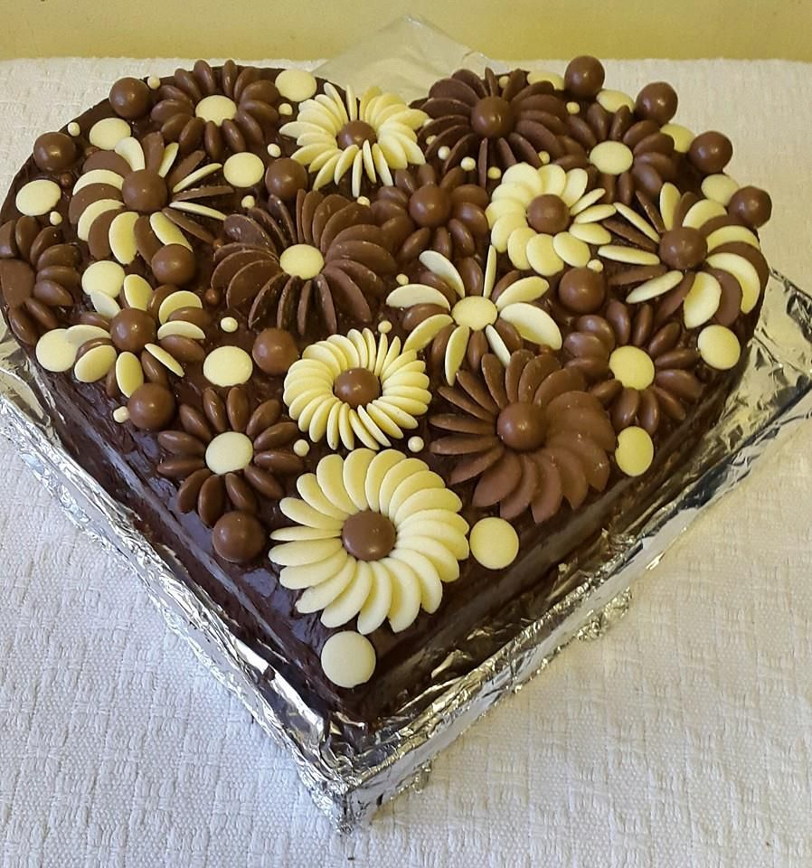 Chocolate button flower cake | Cakes in 2019 | Cake ...  Chocolate butto...