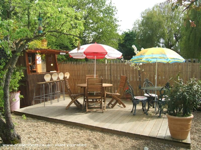 Outdoor Bar Shed and Patio
