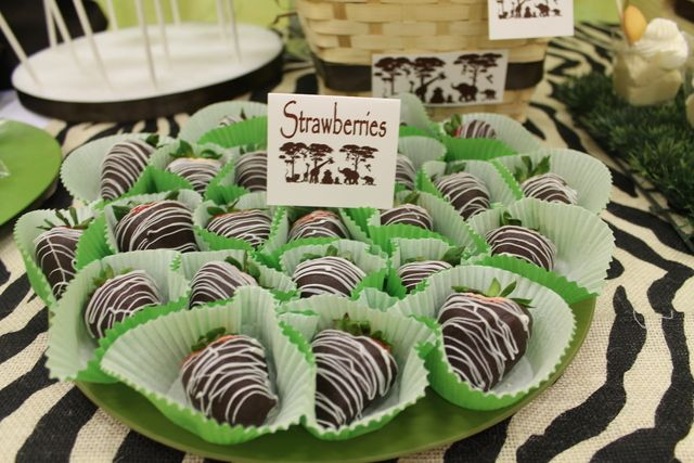 Zebra strawberries at a Jungle Party #jungle #party