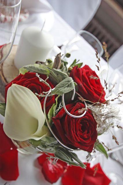centerpiece tischdekoration zur hochzeit mit roten rosen. Black Bedroom Furniture Sets. Home Design Ideas