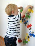 Eine farbenfrohe kugelbahn selber machen basteln - Angebote kindergarten sommer ...