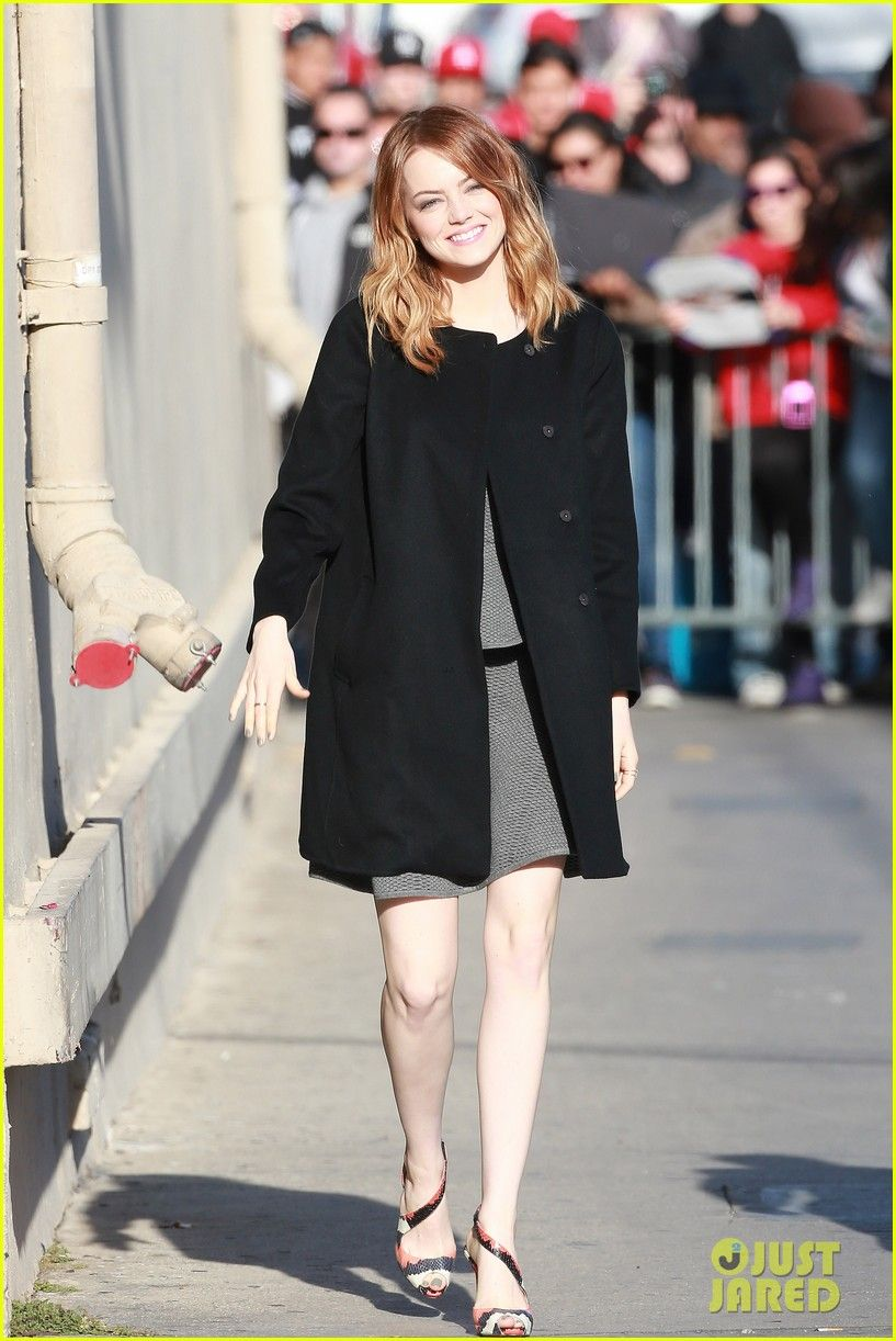 Emma Stone's Hair Catches a Crazy Wind Gust - See the Funny Photo! | emma stone hair crazy wind gust 08 - Photo