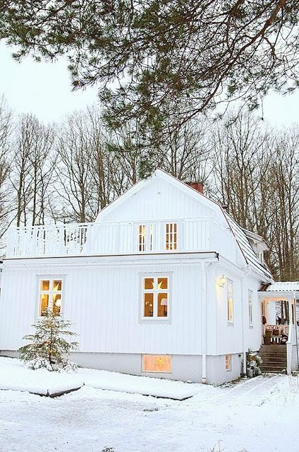 Gorgeous #white #house in the snow! Home of Anna Truelsen of My Lovely Things blog. http://mylovelythings.blogspot.com/