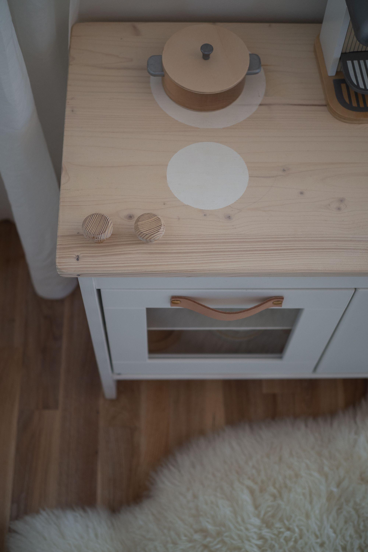 Das Ikea Kinderkuchen Hack Via Apinchofstyle Com Ikea Spielkuche Kinderkuche Ikea Kinderkuche