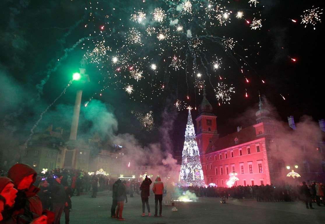 2016 POLAND Fireworks light up the sky above the Royal