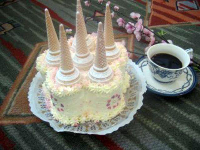 Lumottu linna -kakku. Tämän reseptin on tehnyt Kotikokki.netin nimimerkki Sonera33